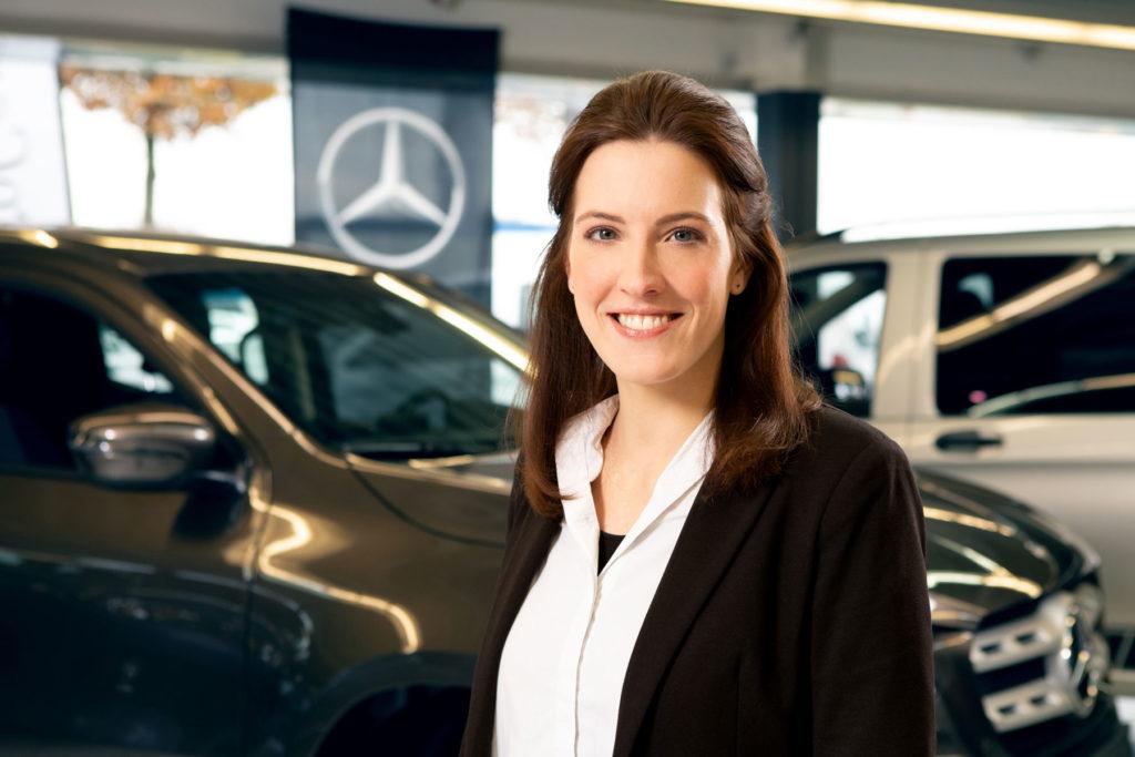Mitarbeiterin Autohaus Portrait